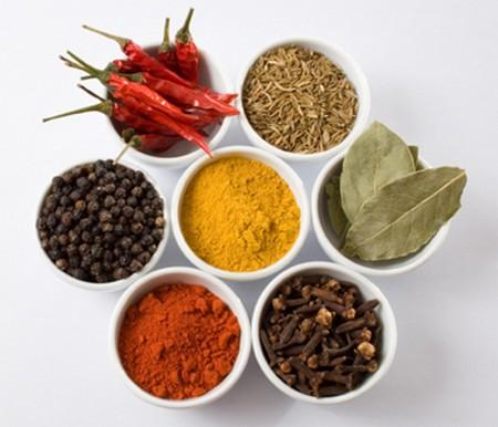 Ingrediencie na výrobu prírodných korení a zmesi korenín